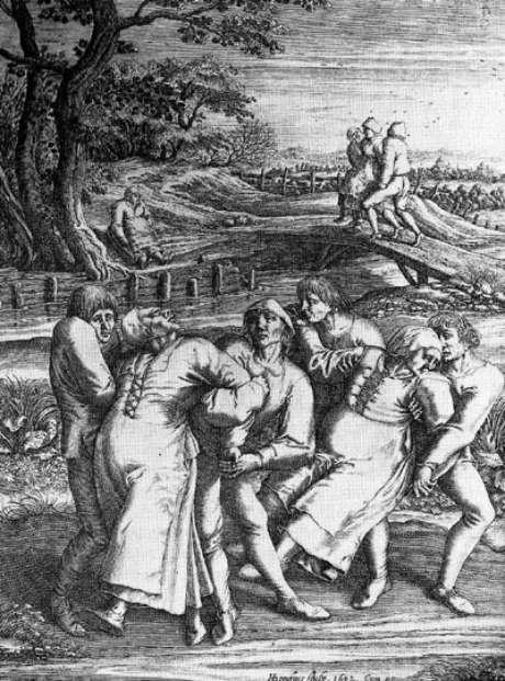 <p>Gravura de Henricus Hondius sobre esboço de Pieter Brueghel, o Velho, que testemunhou um caso de praga de dança em 1564. Na imagem, três mulheres vítimas são socorridas por homens</p>