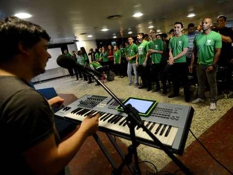 <p>Grupo terá a responsabilidade de cantar cerca de 30 músicas para o papa Francisco</p>