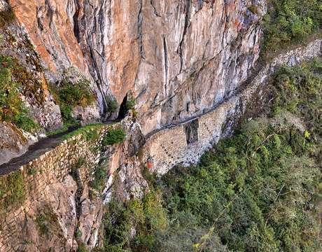 <p>O caminho até a ponte inca dura cerca de 35 minutos</p>