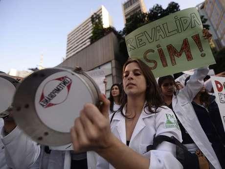Médicos e estudantes foram às ruas do País cobrar a aplicação do Revalida para profissionais formados no exterior