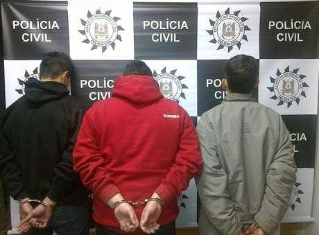 Policiais prenderam três suspeitos de tráfico de droga em Guaíba, região metropolitana de Porto Alegre