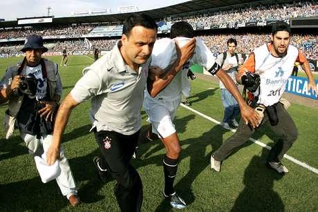 Betão chora o rebaixamento do Corinthians no Brasileiro de 2007