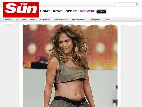 <p>A cantora foi criticada ao exibir barriguinha em show</p>