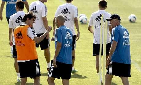 <p>Astros como Kaká e Cristiano Ronaldo se apresentaram, mas jogadores da Copa das Confederações ganharam folga no primeiro trabalho do técnico italiano Carlo Ancelotti pelo Real</p>