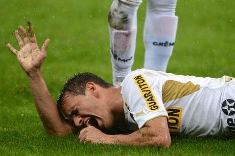 Botafoguense Lucas se lesionou após entrada de Zé Roberto e ainda não tem previsão de retorno