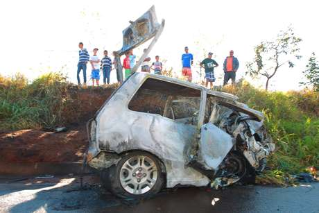 Duas pessoas morreram após um acidente entre dois automóveis na rodovia Altino Arantes, em São Paulo