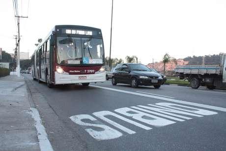 Marginal Pinheiros ganhou o terceiro e último trecho de faixas exclusivas nesta segunda-feira em São Paulo