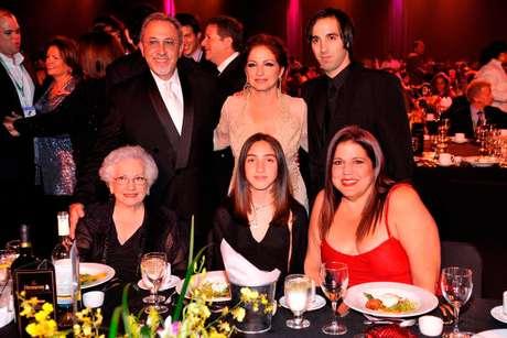 La prioridad de Gloria Estefan siempre será su familia Gloria Estefan Family 2013