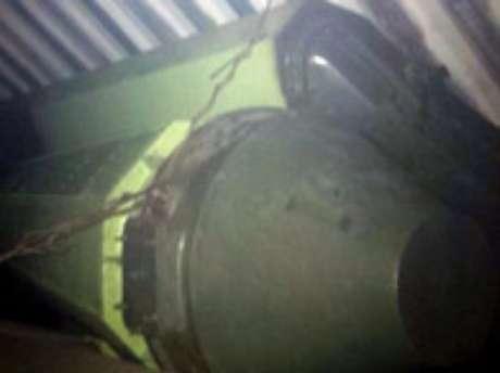 As imagens reproduzidas na televisão local mostraram parte das armas achadas, uns artefatos grandes e alongados de cor verde, arrematados com uma ponta cônica, que estavam ocultos sob as lonas