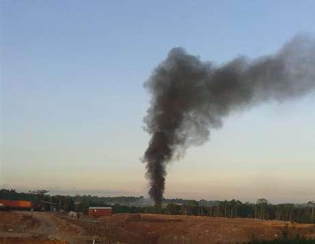 A fumaça provocada pela explosão da aeronave era vista de longe
