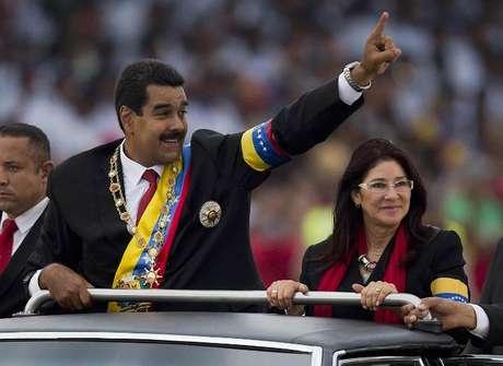 <p>Nicolás Maduro y Cilia Flores que llevan una relación de años, formalizaron ante el alcaldede Caracas.</p>