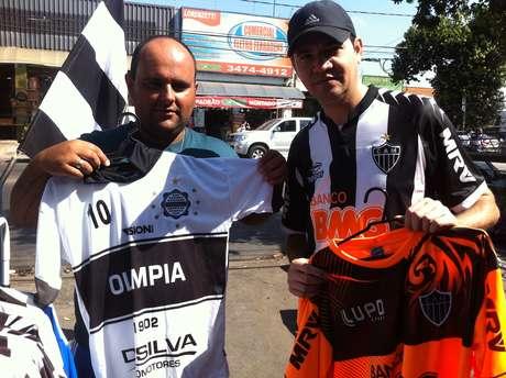 Camisa do Olimpia também é vendida por ambulantes em Belo Horizonte