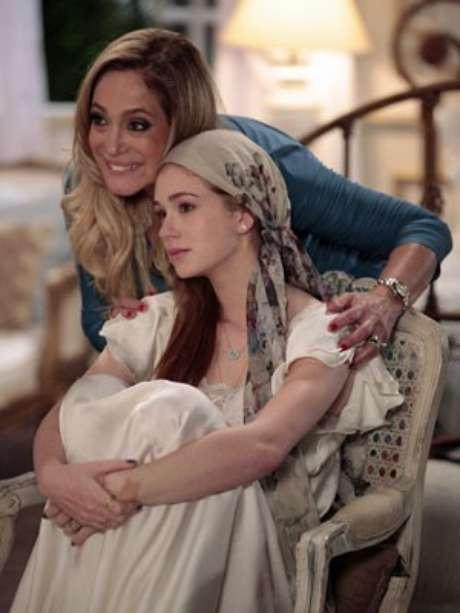 <p>Nicole (Marina Ruy Barbosa) recebe o apoio de Pilar (Susana Vieira)</p>
