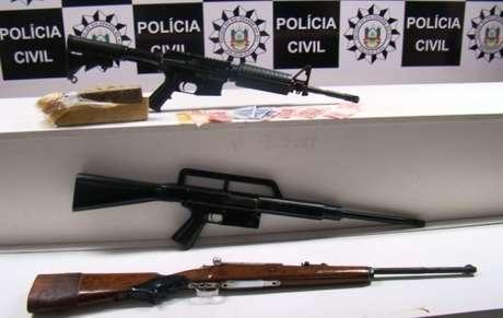 Operação da Polícia Civil apreendeu fuzis no morro da Cruz, na capital gaúcha, nesta quarta-feira