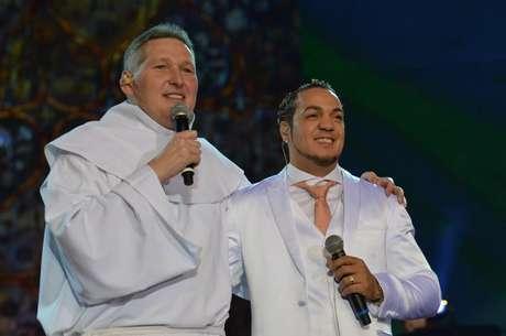 Belo e Padre Marcelo Rossi são amigos