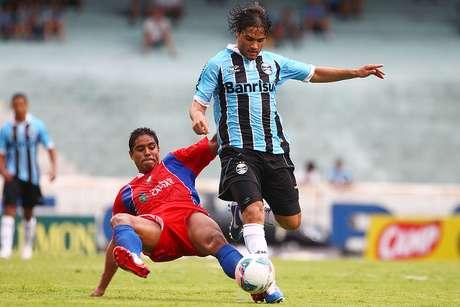 <p>Após rescindir com o Grêmio, Misael pode ser o próximo a ser anunciado pelo Santos; volante realizou o primeiro treino no CT Rei Pelé</p>