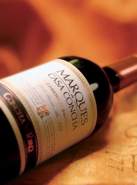 <p><strong>Marques de Casa Concha Cabernet Sauvignon, R$ 99,90: </strong>foi eleito como o melhor Cabernet Sauvignon pela revista Wine Spectator. Tem paladar marcante e a sugestão é harmonizá-lo com fondue de queijo, como os de cantal, gruyère e emmental. Tel. 11- 3132-9180</p>