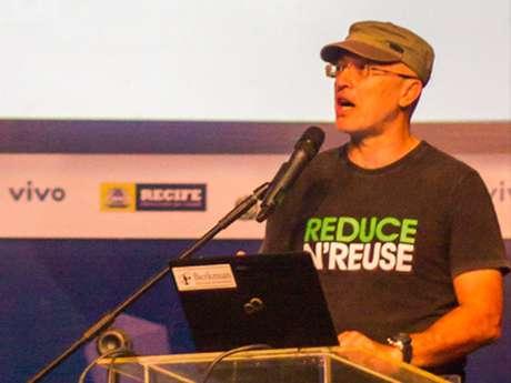 Silvio Meira, professor e empreendedor, instigou participantes a serem mais do que 'ativistas de redes sociais' e começarem 'mudança no mundo'