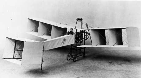 O 14-Bis foi a principal invenção de Santos Dumont