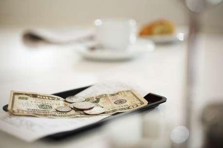 <p>Dar moedas em bares e cafés é melhor opção para gorjetas</p>