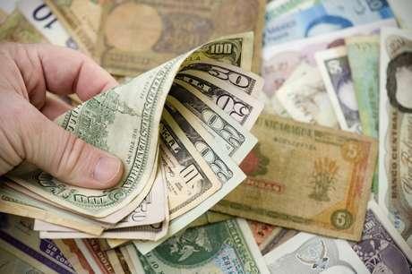 <p>Viajar sempre com moedas e dinheiro trocado ajuda a não gastar demais com gorjetas</p>