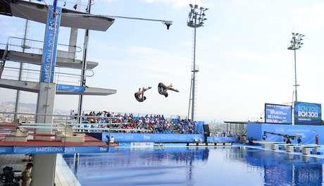 China vuelve a dominar en clavados sincronizados femeninos for Trampolin para piscina