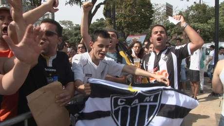<p>Venda de ingressos para a final da Copa Libertadores entre Atlético-MG e Olimpia, na próxima quarta-feira, no Mineirão, começou neste sábado com muitas reclamações</p>
