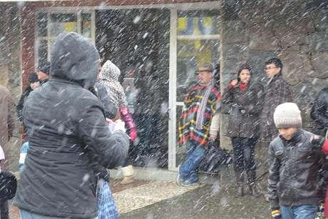 Neve cai em São Joaquim, em Santa Catarina, nesta segunda-feira