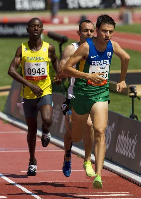 <p>Alex Pires conquistou sua segunda medalha na competição realizada em Lyon - ele já havia sido prata nos 5000 m</p>
