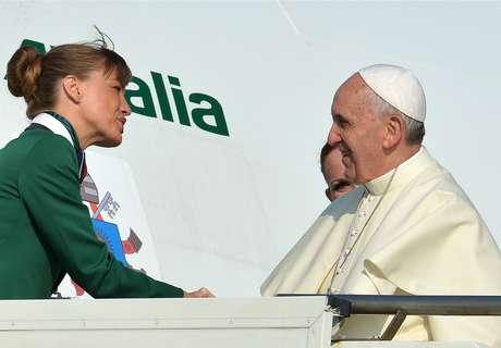 <p>O avião do papa Francisco decolou às 8h55 (horário de Roma) desta segunda-feiracom destino ao Rio de Janeiro</p>