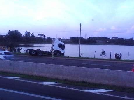 <p>Veículo seguia no sentido interior da rodovia Anhanguera, em Paulínia</p>