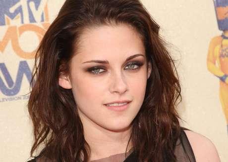 <p>Kristen Stewart começou a carreira aos 9 anos de idade e já estrou filmes que de grande sucesso entre o público jovem</p>