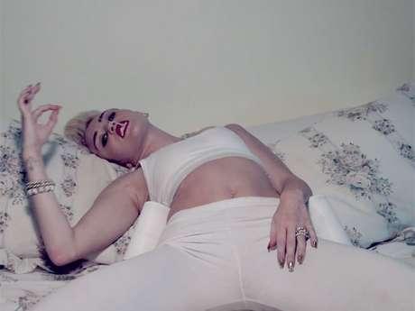 <p>Cantora em cena do videoclipe de We Can´t Stop, lançado na web na sexta-feira passada</p>