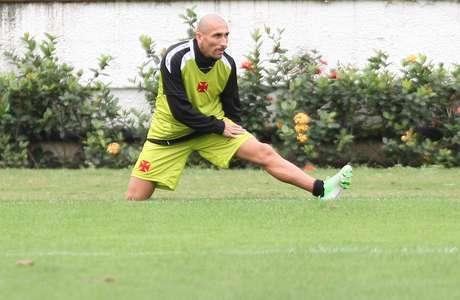 <p>Volante argentino já treinou e agora espera regularização na CBF</p>