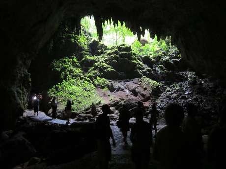 Entrada da Caverna Clara, a primeira do tour pelo Parque das Cavernas do Rio Camuy