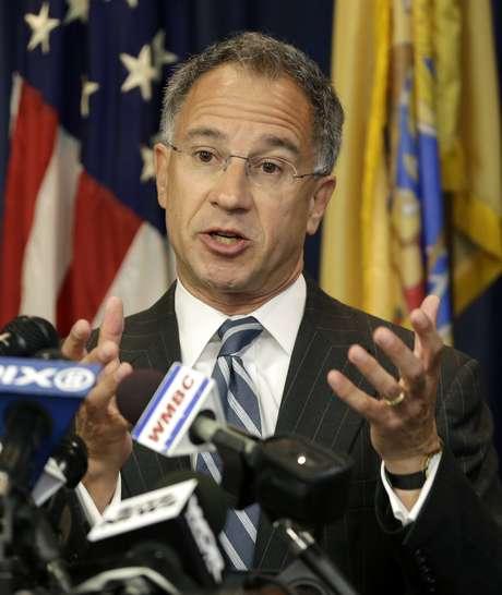 Fiscal federal de Nova Jersey Paul Fishman anuncia acusação