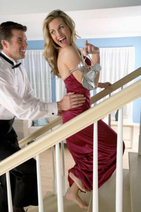 <p>Para quem é criativo, até mesmo a escada pode servir de cenário para o momento de intimidade</p>