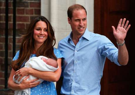 Kate Middleton y el Príncipe William con su hijo el Príncipe George de Cambridge