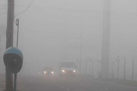 Dia iniciou com temperatura baixa e muita neblina em Porto Alegre na manhã desta sexta-feira