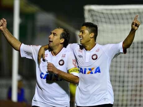 <p>Paulo Baier marcou o gol que deu a vitória à equipe paranaense nos acréscimos do 2º tempo</p>
