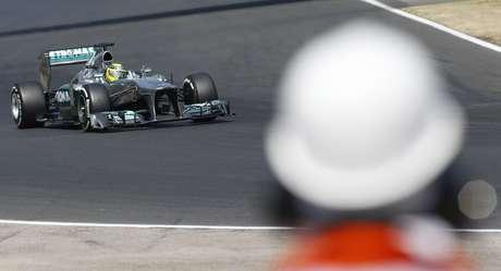 Surpreso por pole position, Hamilton prevê dificuldades na corrida