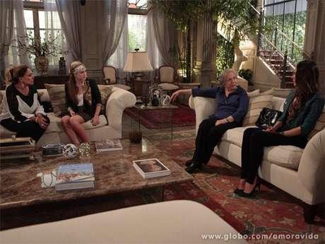 <p>Pilar, Bernarda e Nicole ficam chocadas com atitude de Leila</p>