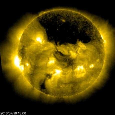 <p>Buraco no Sol foi registrado pela Nasaem julho:inversão de campo magnético deve ocorrer em breve</p>