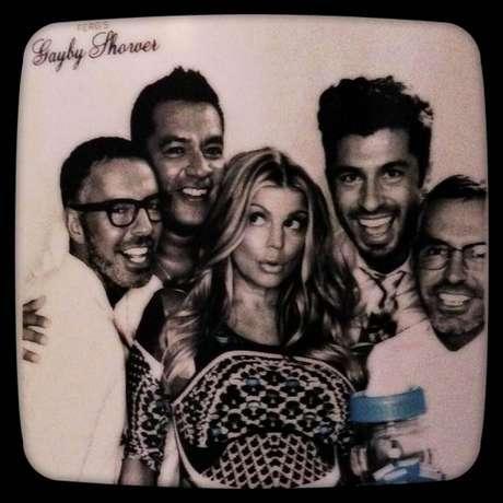 Fergie se divertiu com os amigos em seu 'gayby shower', o chá de bebê gay que fez para o filho, em homenagem aos seus amigos homossexuais