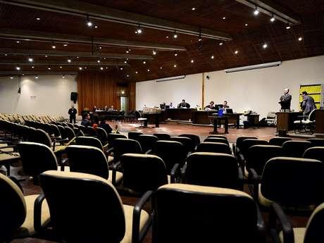 <p>O julgamentoserá retomado às 13h</p>