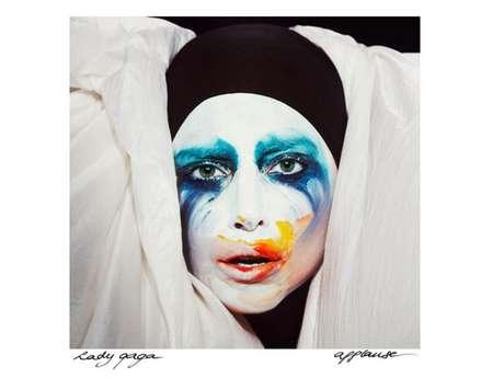 Capa de Applause, que será lançado oficialmente no dia 19 de agosto de 2013
