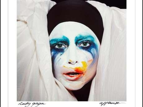 """<p>La estrella dio a conocer por las redes sociales la portada de su nuevo sencillo""""Applause"""".</p>"""