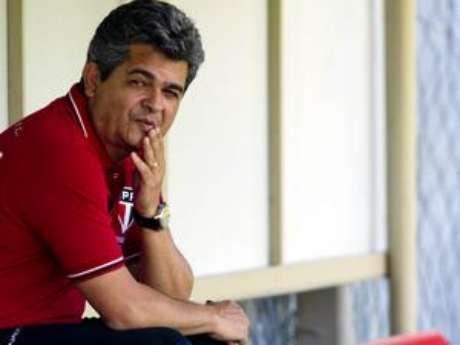 """<p>Ney Franco fez duras críticas a postura de Rogério Ceni durante seu tempo no clube e diz que goleiro """"mina"""" jogadores que ele não gosta</p>"""