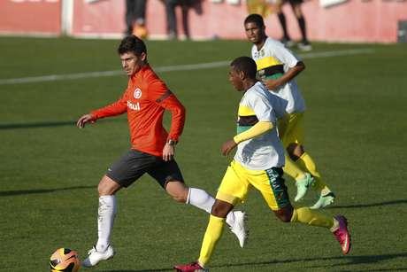 <p>Alex tem treinado, mas ainda n&atilde;o estreou no Inter</p>