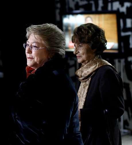 Michelle Bachelet junto a su madre Angela Jeria